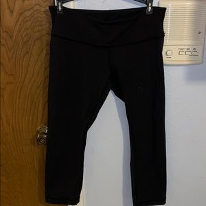 black cropped lulu lemon leggings